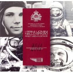San Marino 2011 Cartera Oficial. Primer Hombre en el Espacio. 8 valores y medalla S/C
